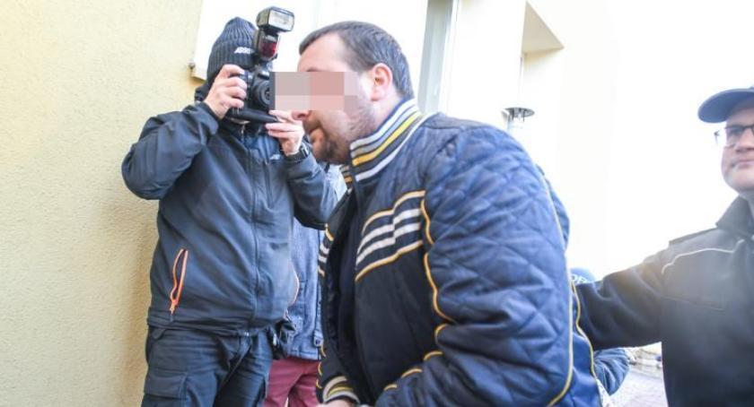 Sprawy kryminalne, Kontrowersyjna decyzja sądu sprawie podejrzanego skatowanie Bartosza [FOTO] - zdjęcie, fotografia