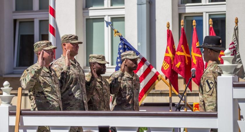 Kujawsko-Pomorskie, Wyjątkowa ceremonia żołnierzy Teksasu Toruniu [FOTO] - zdjęcie, fotografia