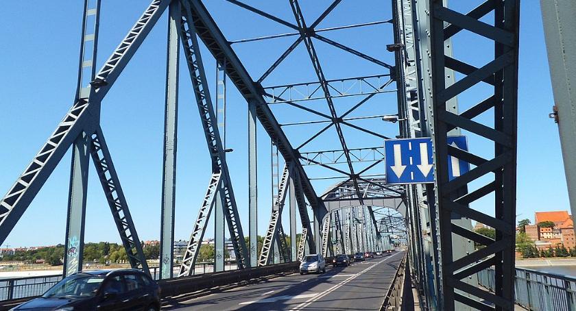 Straż pożarna, Mężczyzna skoczył toruńskiego mostu akcja ratunkowa [PILNE] - zdjęcie, fotografia