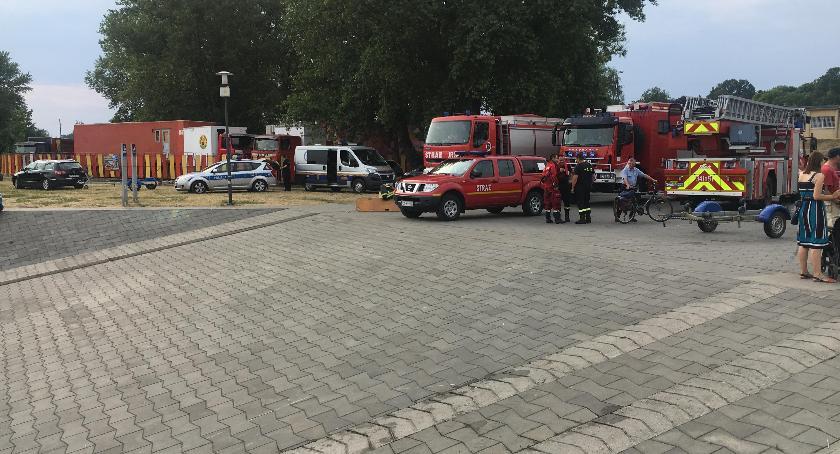 Straż pożarna, Nastolatek skoczył toruńskiego mostu Strażacy zakończyli działania [FOTO] - zdjęcie, fotografia