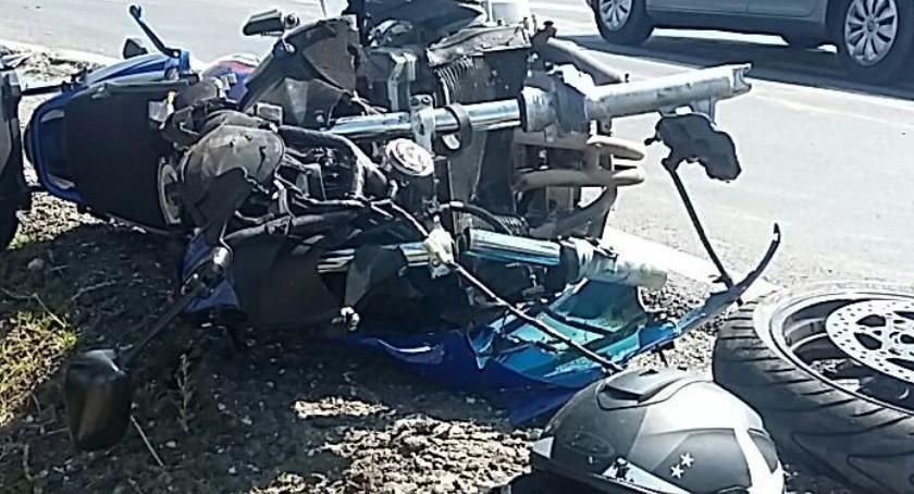 Wypadki, Wypadek udziałem motocyklisty Jedna osoba trafiła szpitala [FOTO] - zdjęcie, fotografia