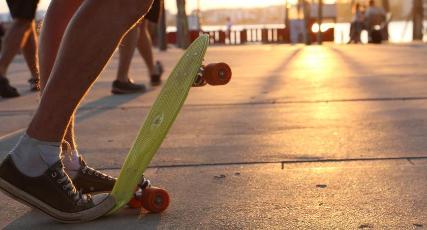 Relaks, longboardy cruisery wyprą tradycyjne deskorolki - zdjęcie, fotografia