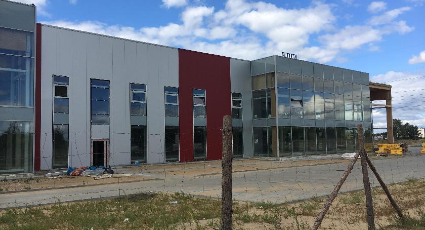 Inwestycje, skrzyżowaniu Grudziądzkiej Polnej Toruniu powstał sklep [FOTO] - zdjęcie, fotografia