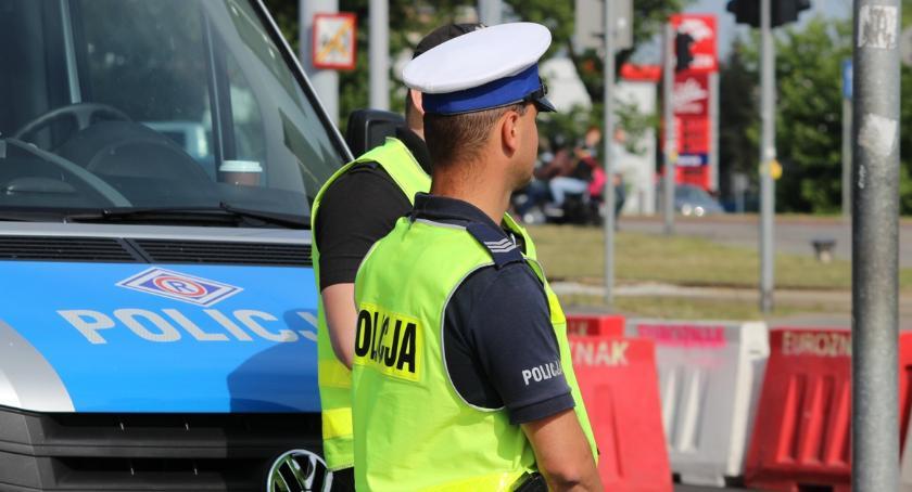 Komunikaty, Rozpoczęła akcja protestacyjna policjantów mundurowi zejdą służby [FOTO] - zdjęcie, fotografia
