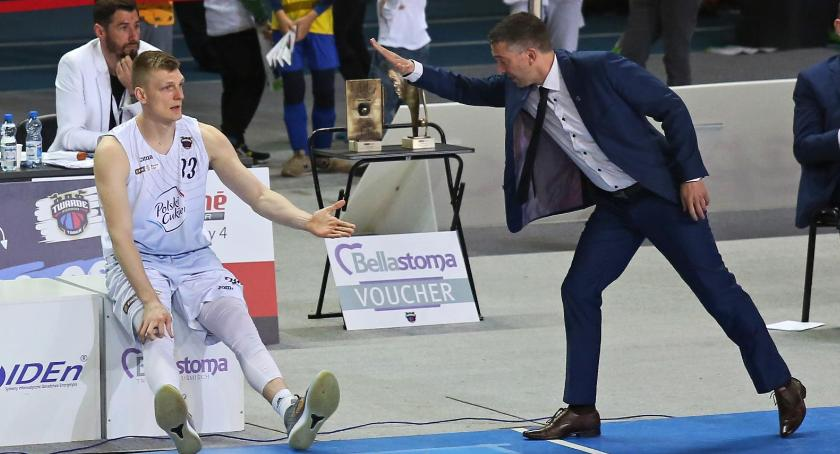 Koszykówka, Zawodnik Polskiego Cukru walczy ponad winien taką kasę - zdjęcie, fotografia