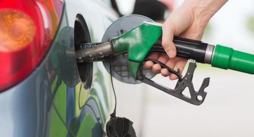 Komunikaty, stacja benzynowa Torunia której sprzedawano paliwo złej jakości - zdjęcie, fotografia