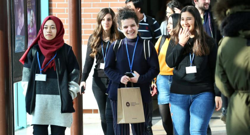 Uczelnie wyższe, Uniwersytet Mikołaja Kopernika zapłaci zagranicznym studentom naukę - zdjęcie, fotografia