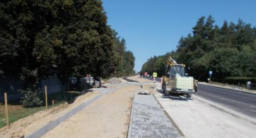 Inwestycje, kompleksowa przebudowa kolejnej drogi wojewódzkiej - zdjęcie, fotografia