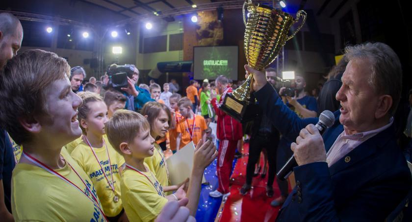 Wydarzenie, Legenda polskiego sportu poprowadzi zajęcia szkole Toruniem - zdjęcie, fotografia