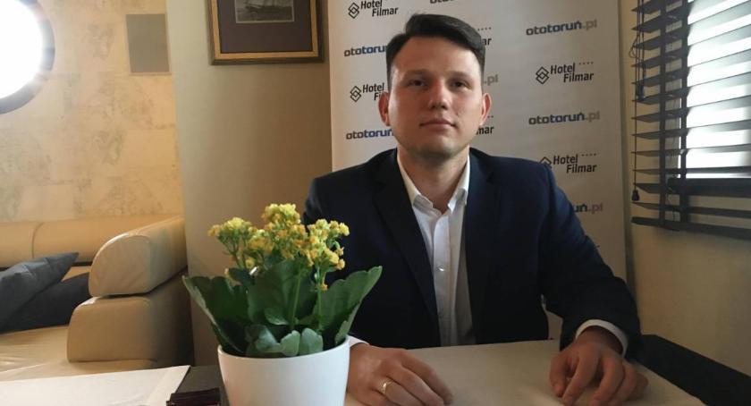 Prezydent Torunia, Sławomir Mentzen możemy stracić kolejnych - zdjęcie, fotografia