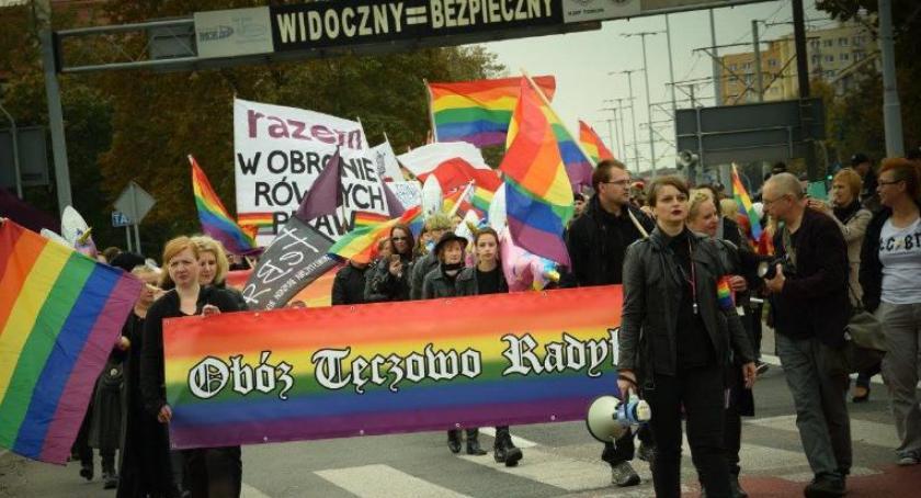 Wydarzenie, Przed wielka parada tęczową flagą Toruniu [FOTO] - zdjęcie, fotografia