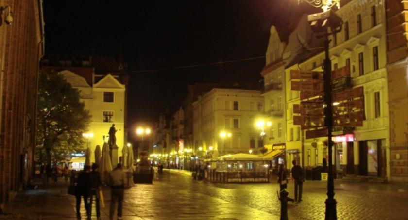 Straż Miejska, Nocna awantura samym centrum toruńskiej starówki - zdjęcie, fotografia