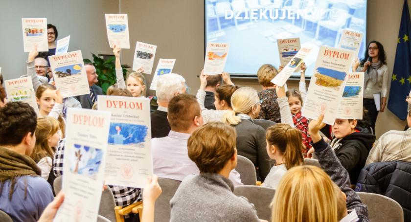 Wystawy, Powiatowy Konkurs Plastyczny uczniowie znów pokazują żyją ciekawych miejscach [FOTO] - zdjęcie, fotografia