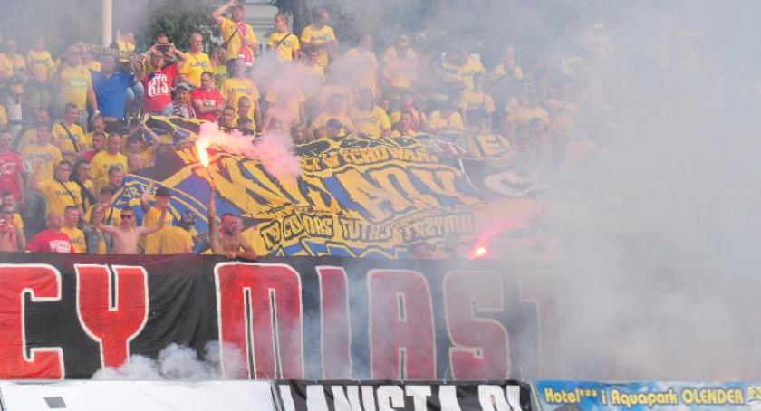 Piłka Nożna, Stadion Elany Toruń zamknięty hitowe pojedynki! - zdjęcie, fotografia