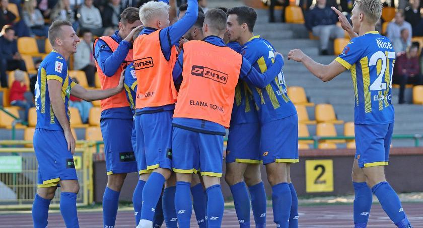 Piłka Nożna, Elana Toruń rewelacją rozgrywek kolejne zwycięstwo! - zdjęcie, fotografia