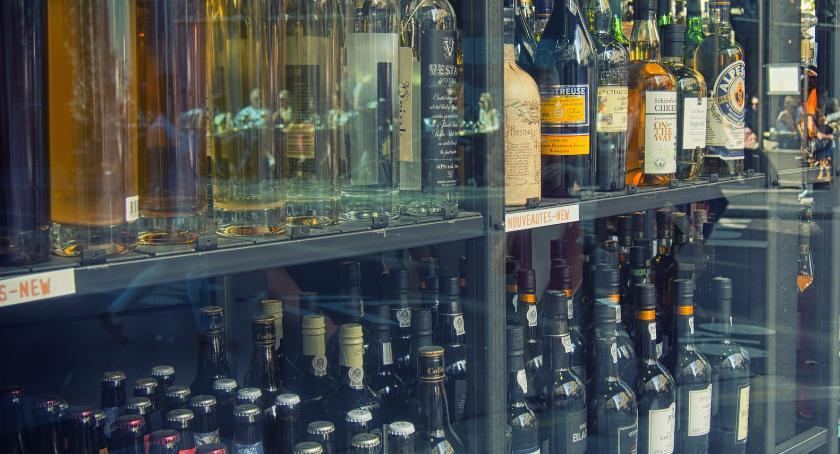 Wiadomości, Tutaj nocą kupisz alkoholu Podtoruńska gmina wprowadza zakaz - zdjęcie, fotografia