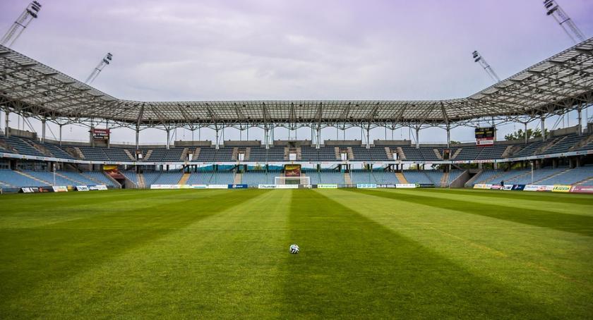 Inwestycje, dalej budową stadionu piłkarskiego Toruniu - zdjęcie, fotografia