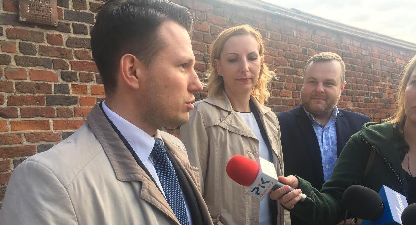 Szkoły i licea, Sławomir Mentzen powtórzyć dawny eksperyment prestiżowej szkole Toruniu - zdjęcie, fotografia
