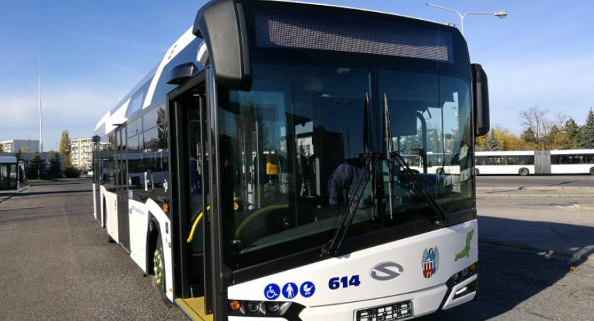 Komunikacja miejska, autobus pasażerów Kiedy dotrą kolejne pojazdy [FOTO] - zdjęcie, fotografia