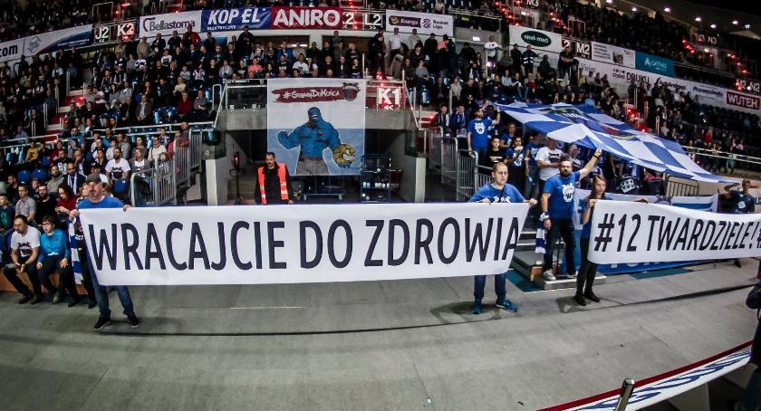 Koszykówka, Twarde Pierniki reagują falę kontuzji zespole - zdjęcie, fotografia