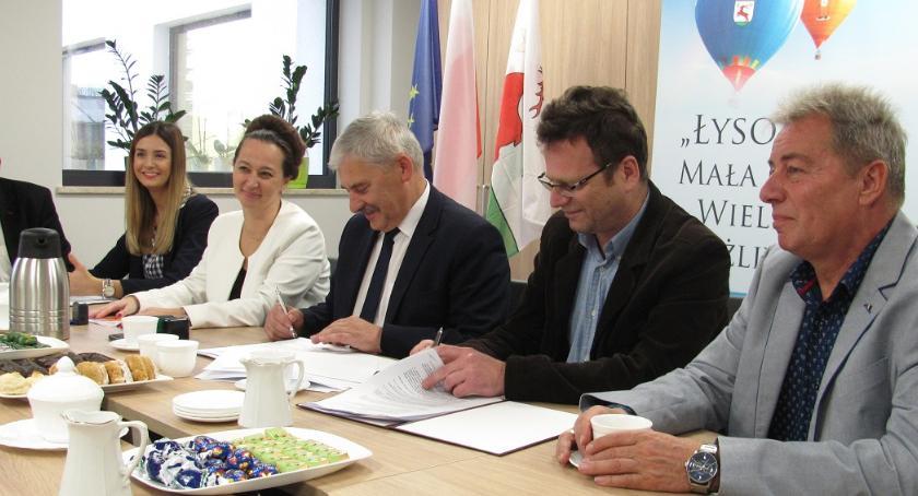 Inwestycje, Umowa podpisana Będzie rozbudowa szkoły Toruniem - zdjęcie, fotografia