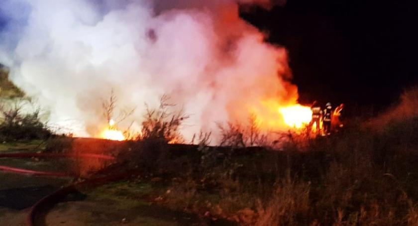 Straż pożarna, Słup gryzącego dotarł zabudowań! kolejna sytuacja miejscu [FOTO] - zdjęcie, fotografia