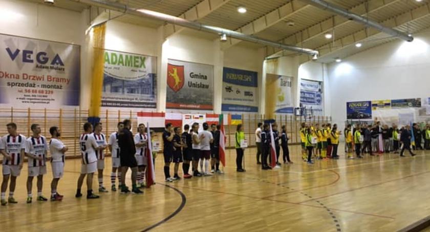 Hokej na trawie, międzynarodowy turniej Toruniem Drużyna gospodarzy wygrała mistrzem Polski - zdjęcie, fotografia