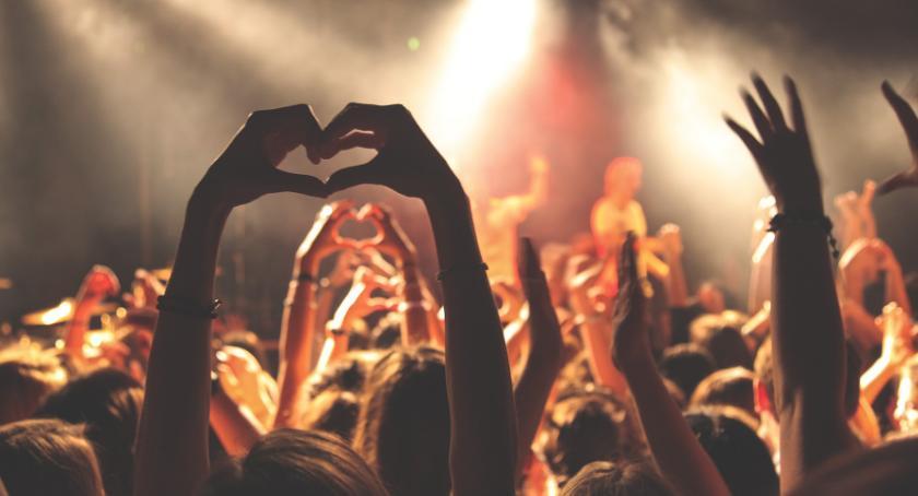 Koncerty, Polskie piosenki kujawską nutę Takiego koncertu Dworze Artusa jeszcze było! - zdjęcie, fotografia
