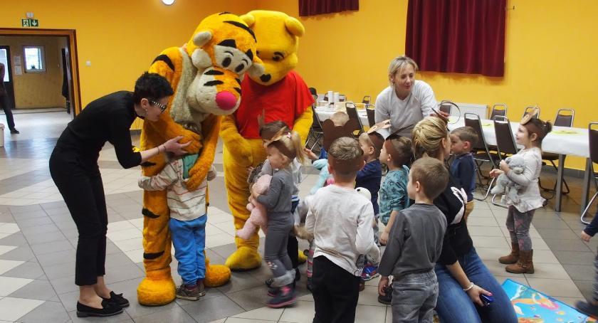 Ciekawostki, dzieci Służewa świętowały Dzień Pluszowego Misia [FOTO] - zdjęcie, fotografia