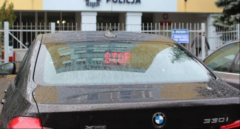 Wypadki, nieoznakowane toruńskiej drogówki rozbite - zdjęcie, fotografia