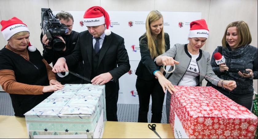 """Wiadomości, Marszałek pracownicy przygotowali """"Szlachetną paczkę"""" [FOTO] - zdjęcie, fotografia"""