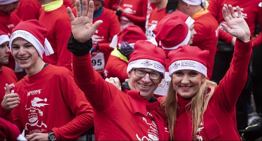 Inne dyscypliny, Tysiące Mikołajów przebiegło przez ulice Torunia [FOTO] - zdjęcie, fotografia