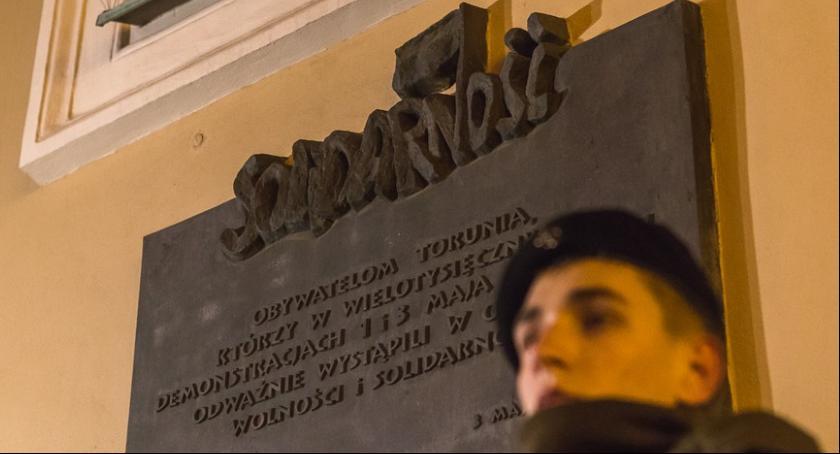Komunikaty, Toruniu będziemy obchodzić rocznicę stanu wojennego - zdjęcie, fotografia
