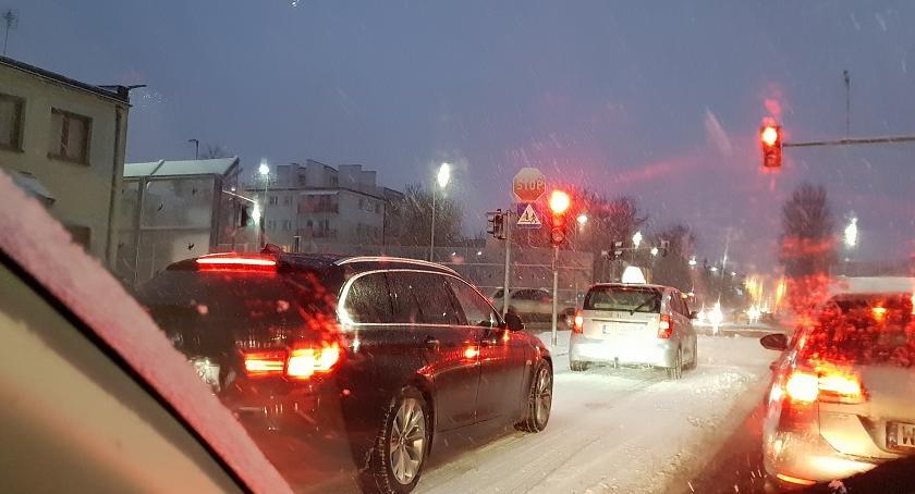 Korki i utrudnienia, Załamanie pogody Sprawdzamy poranku jeździ Toruniu - zdjęcie, fotografia