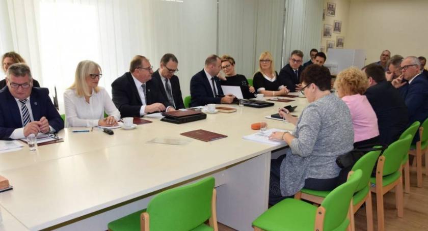 Komunikaty, Znamy godziny dyżurów radnych gminy Lubicz - zdjęcie, fotografia