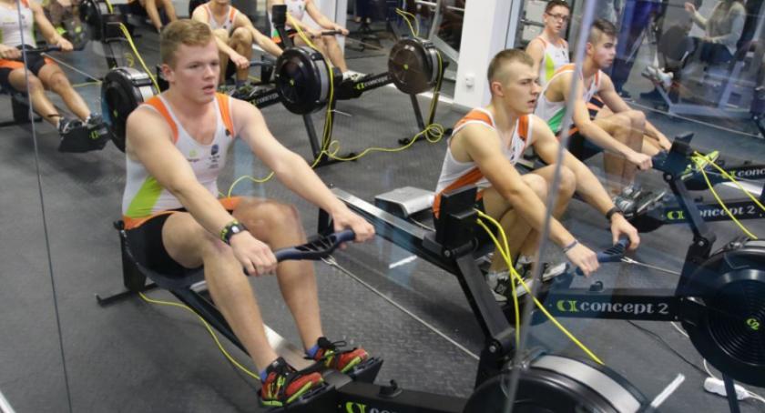 Inne dyscypliny, Ferie mieście sportowo może trening ergometrach - zdjęcie, fotografia