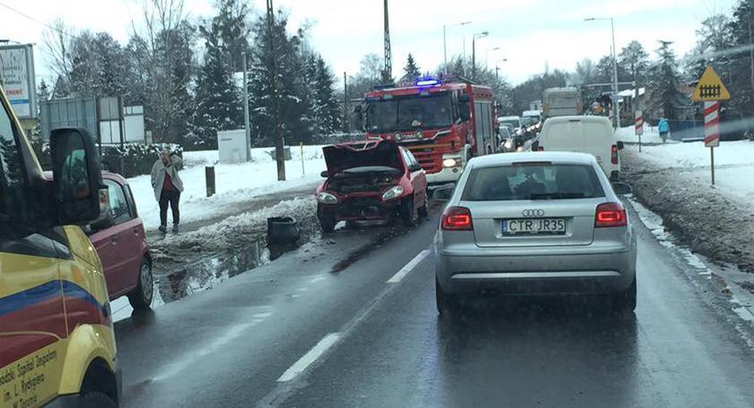 Wypadki, Toruniu doszło dwóch wypadków Utworzył ogromny korek [FOTO] - zdjęcie, fotografia