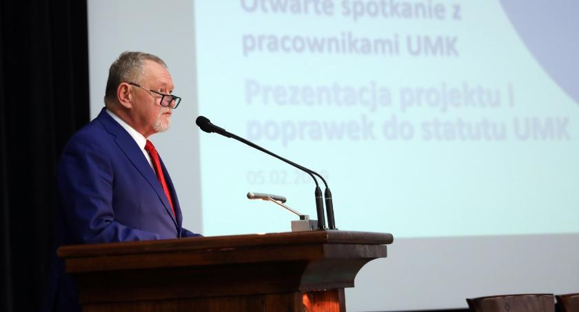 Uczelnie wyższe, zaprezentował projekt statutu uczelni Które toruńskie wydziały zostaną zlikwidowane - zdjęcie, fotografia