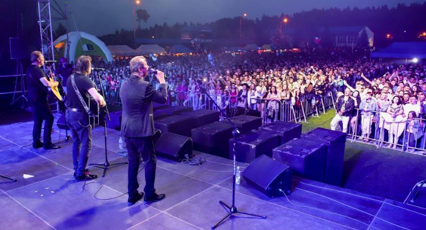 Imprezy, Gwiazdy zaśpiewają kobiet Lubiczu - zdjęcie, fotografia
