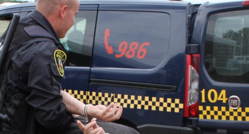 Straż Miejska, Niebezpieczna sytuacja Starówce Kobiety zaatakowane przez agresywnego mężczyznę! - zdjęcie, fotografia