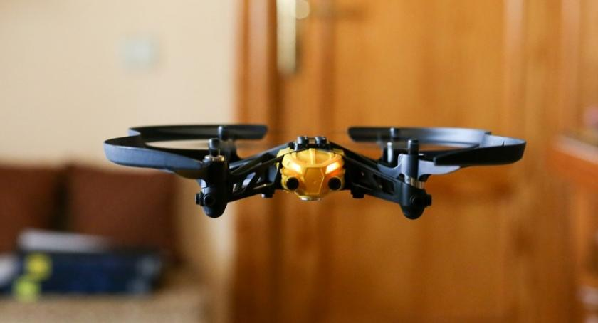 Inwestycje, Toruniem będzie autostrada dronów - zdjęcie, fotografia