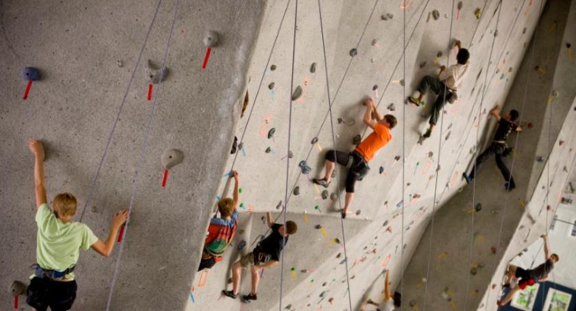 Relaks, zabawy treningu Wyjdź zacznij wspinać - zdjęcie, fotografia