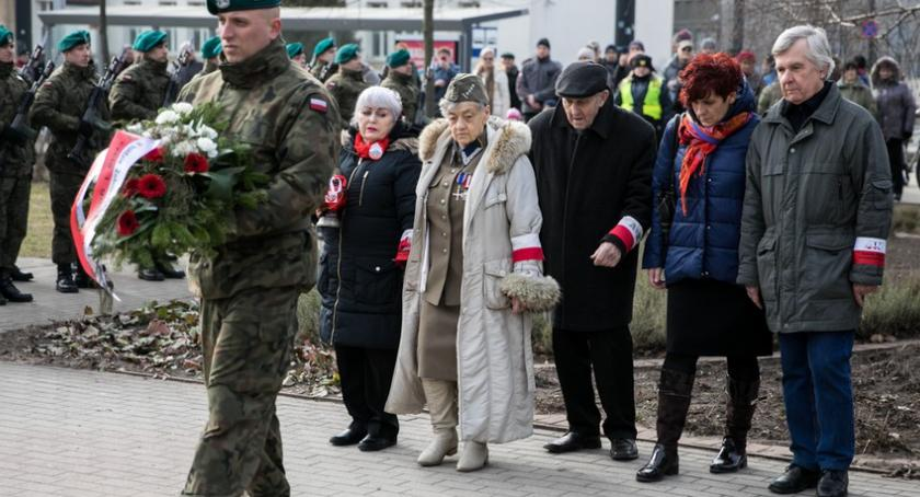 Kujawsko-Pomorskie, Torunianie uczcili pamięć Żołnierzy Wyklętych [FOTO] - zdjęcie, fotografia