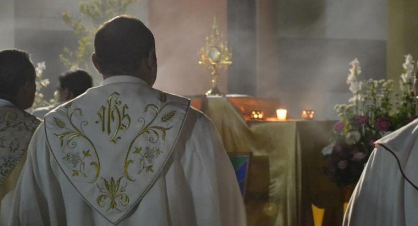 Religia, Ksiądz diecezji toruńskiej został zawieszony podejrzenie pedofilii - zdjęcie, fotografia