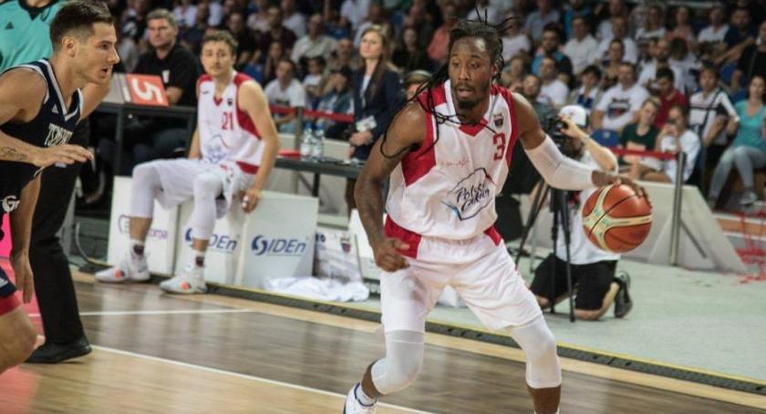 Koszykówka, Wielkie emocje Arenie Toruń! Twarde Pierniki wygrały thrillerze - zdjęcie, fotografia