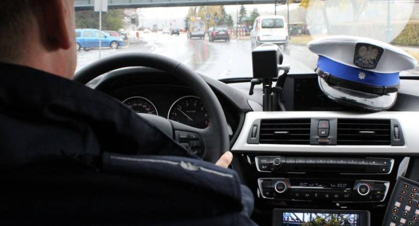 Drogi, Specjalny patrol krąży Toruniu radiowozie tylko policjanci - zdjęcie, fotografia