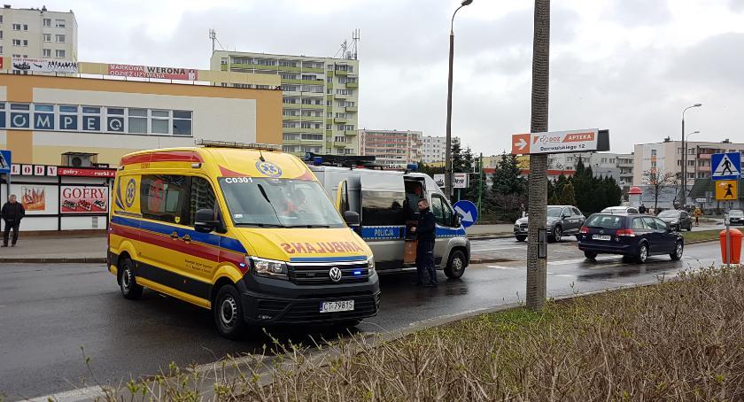 Wypadki, Samochód potrącił letnią kobietę przejściu pieszych Toruniu [FOTO] - zdjęcie, fotografia