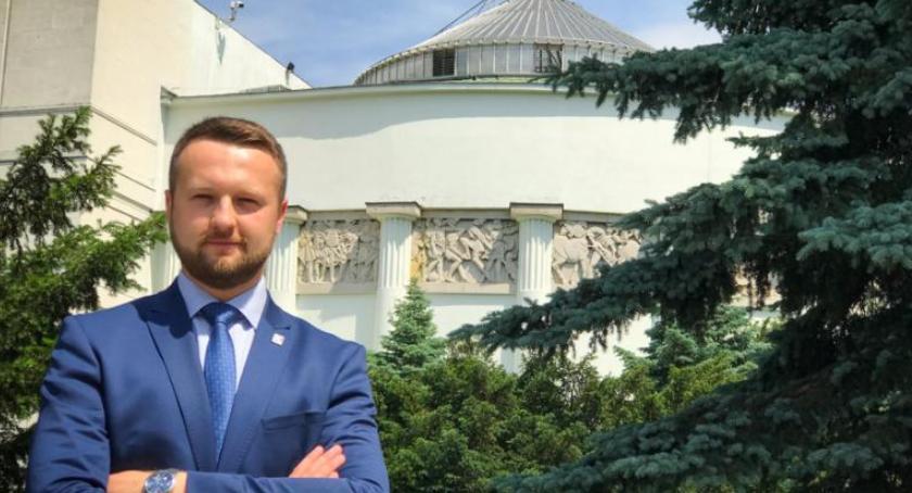 Partie Polityczne, Paweł Szramka Oświato wyjdź komuny! - zdjęcie, fotografia