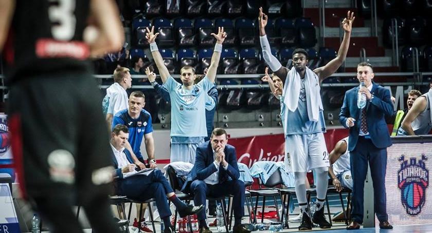 Koszykówka, Kolejny dreszczowiec Arenie Toruń zwycięstwie decydowała dogrywka - zdjęcie, fotografia
