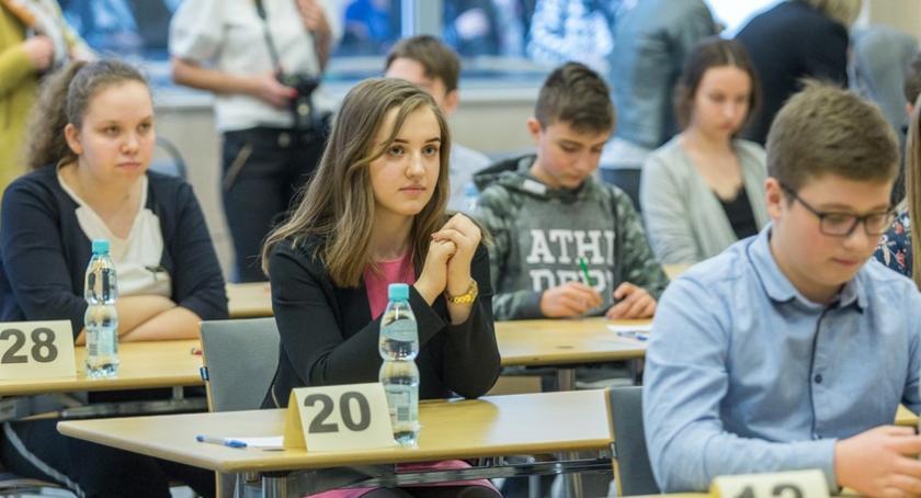 Szkoły i licea, Młodzież pochwaliła wiedzą wielkich Polakach [FOTO] - zdjęcie, fotografia